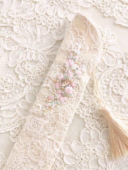 他の写真1: リボン刺繍のジュエリーのような扇子ケース完成品 (akiko)