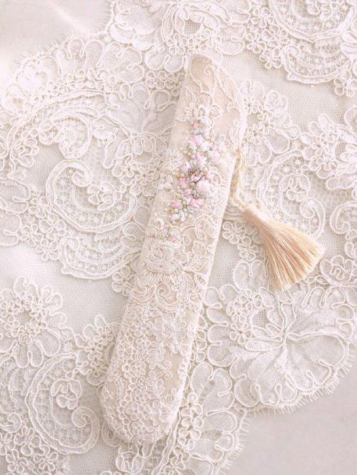 他の写真2: リボン刺繍のジュエリーのような扇子ケース完成品 (akiko)